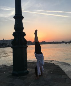 handstand_yoga_valentina_silvestri_Venice